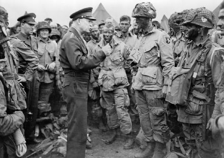 Eisenhower Speaks with U.S. Paratroopers of the 502D Parachute Infantry Regiment Print/Poster (5150)